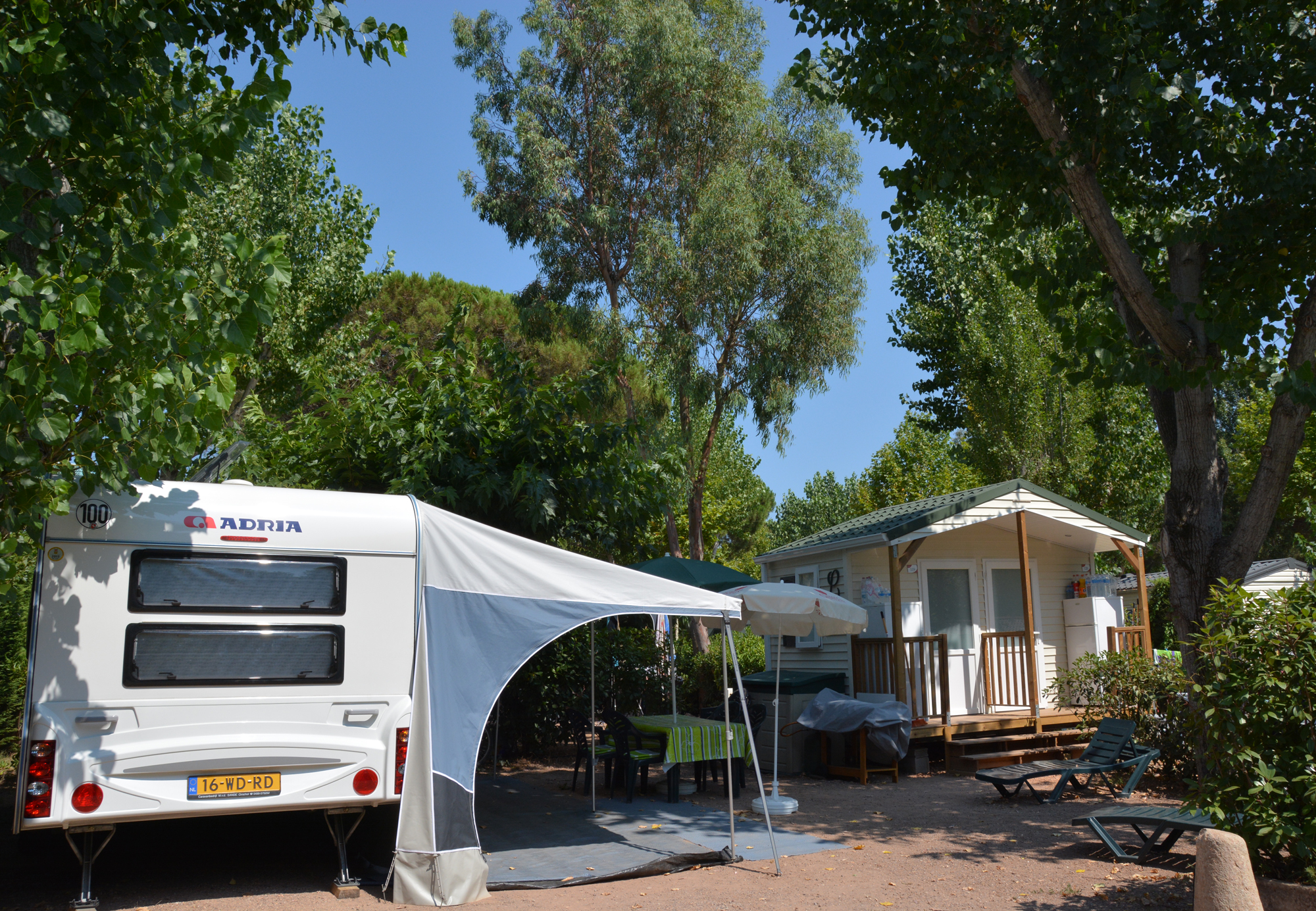 camping 5 douce quietude saint rapha l s jour pas cher. Black Bedroom Furniture Sets. Home Design Ideas